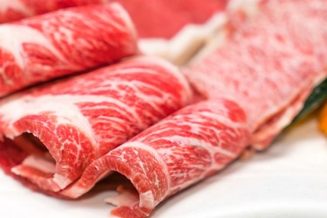 Những thực phẩm cần tránh - Tránh ăn quá nhiều thịt lợn, thịt bò có nhiều gân và gà có da