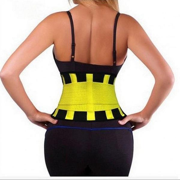 Đai nịt ôm sát với cơ thể và dính các miếng dính với nhau để định hình sản phẩm