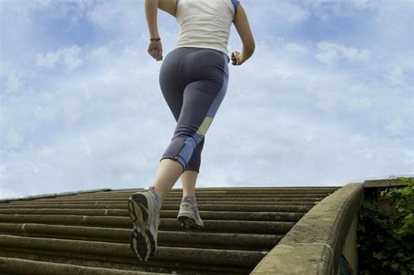 Vận động tập luyện thể thao hàng ngày