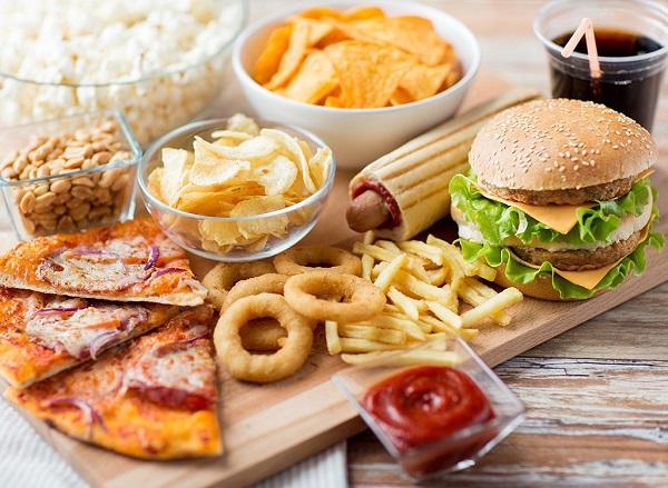 Thức ăn nhanh chứa nhiều dầu mỡ chính là kẻ thù số một của công cuộc giảm cân