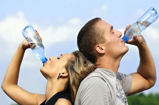 uống nước mỗi ngày có lợi cho sức khỏe và hỗ trợ giảm cân