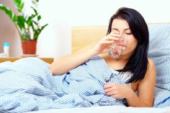Uống nước ấm trước khi đi ngủ mỗi ngày có lợi cho sức khỏe