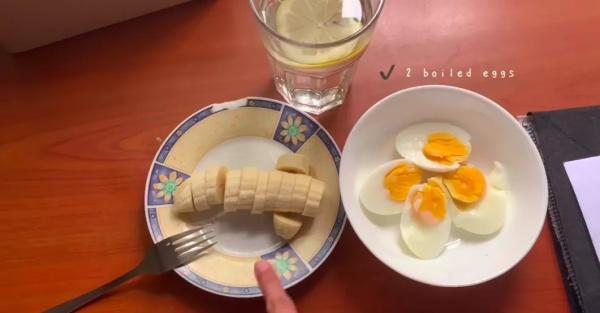 Diệt mỡ hiệu quả 2 quả trứng luộc + 1 quả chuối + 1 cốc nước chanh loãng