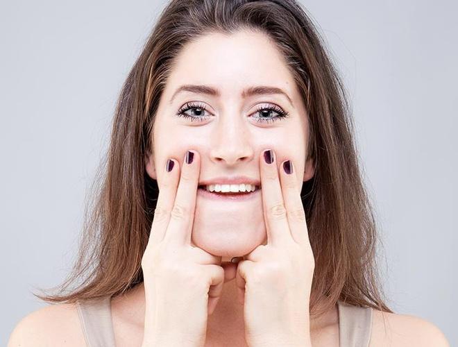 Động tác giúp khuôn mặt thon gọn - Nâng gò má