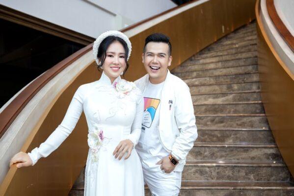 Lê Phương giảm cân làm mẫu show áo dài sau sinh con - NTK Minh Châu