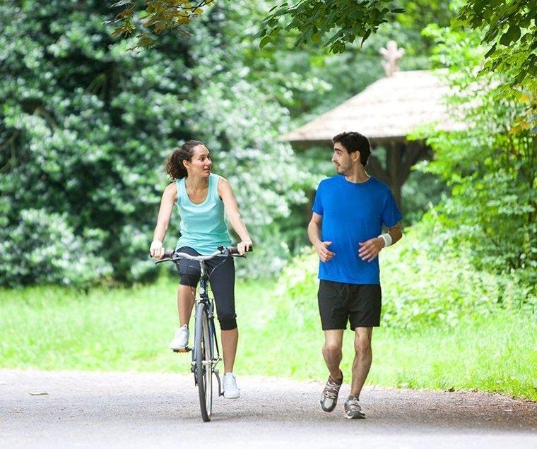 Đạp xe hay chạy bộ để giảm cân giảm mỡ hiệu quả