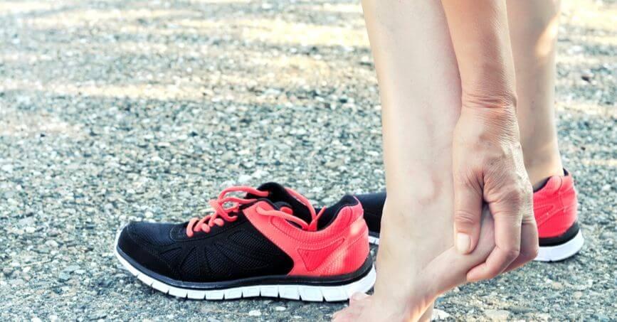 6 chấn thương VĐV đạp xe hay gặp cần biết đau gót chân