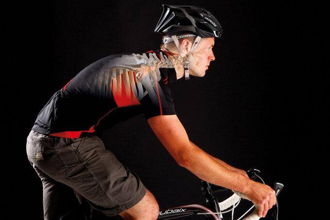6 chấn thương VĐV đạp xe gặp chấn thương đau vùng cổ và vai gáy