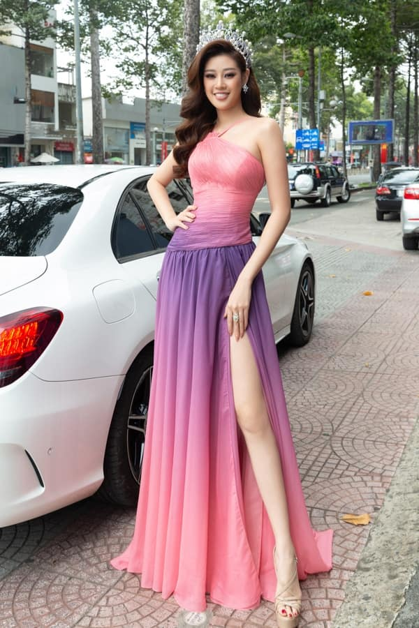 Thời trang của Hoa hậu hoàn vũ Khánh Vân
