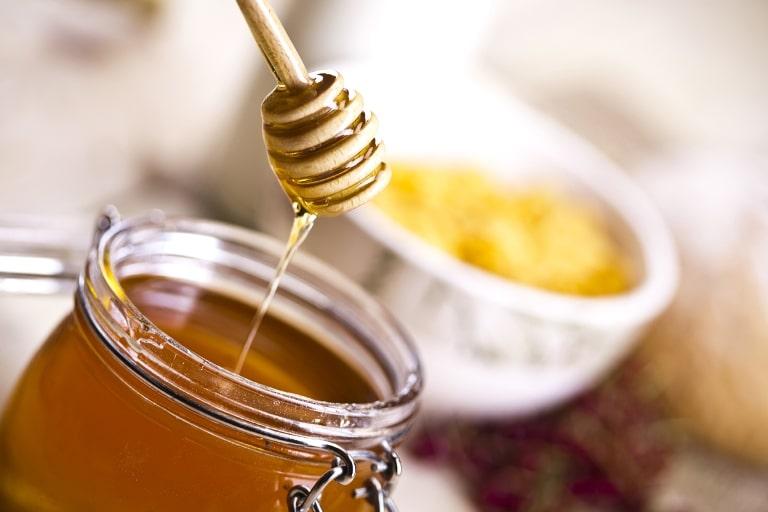 Cách làm sạch da hết mụn đơn giản ngay tại nhà - Mật ong